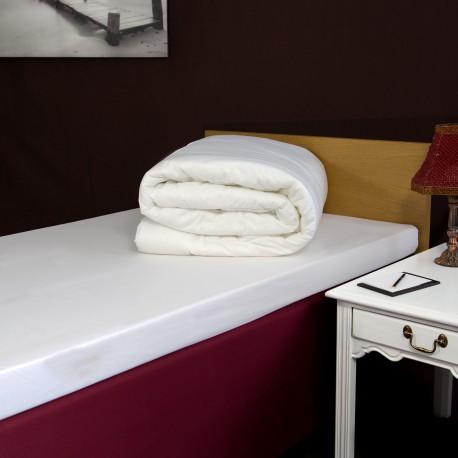 Двухспальное одеяло 200*200 см
