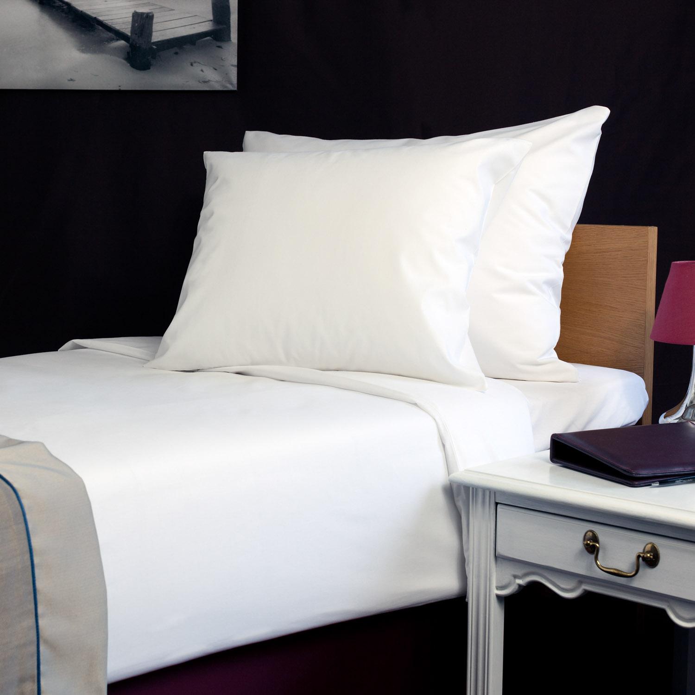 Standard valge hotelli voodipesu